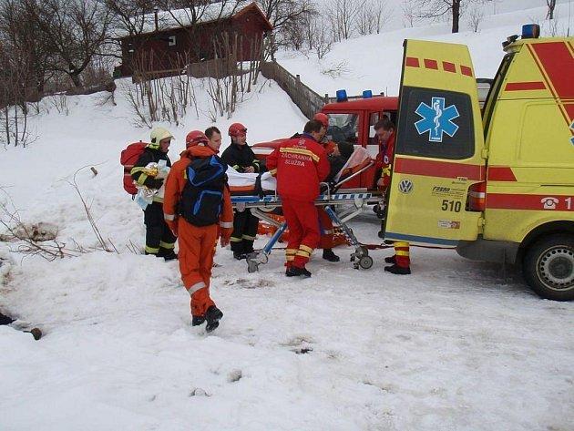 Hasiči zachraňovali muže ze skal u Pulčína.