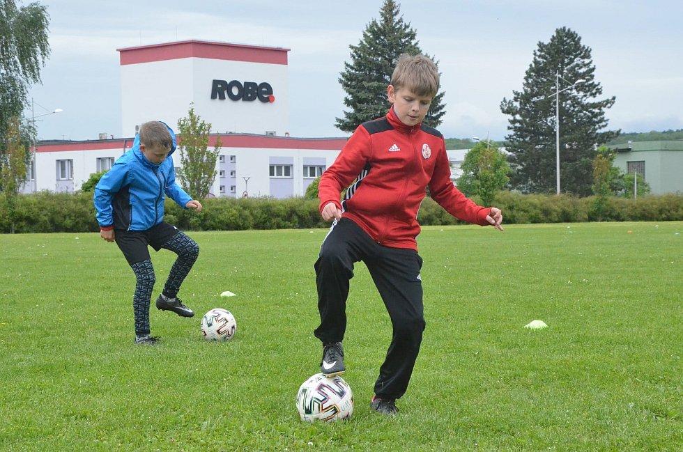 Známý mládežnický trenér Ladislav Trávník má svoji fotbalovou akademii technických dovedností.