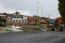 Rozsáhlá dopravní omezení čekají od 9. dubna na řidiče projíždějící Horní Lidčí. Důvodem je, jak již Valašský deník před několika dny informoval, výstavba kruhové křižovatky u kostela v centru vesnice.