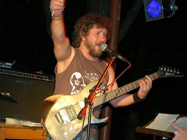 Kytarista a zpěvák Ivan Pohůnek