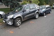 Opilý cizinec v pondělí dopoledne najel ve Valašském Meziříčí se svým náklaďákem do zaparkované Toyoty a ujel.