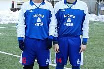 V úvodním zápase rožnovského turnaje zkoušeli v dresu 1. Valašský FC štěstí dva hráči z Juřinky – Lukáš Varga (vlevo) a Miloš Viskupič. O jejich případném angažování se rozhodne do měsíce.