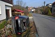 Třicetiletý řidič Škody Fabie ze Zubří ztratil v sobotu 25. března 2017 ráno vlivem mikrospánku na okamžik kontrolu nad vozem. V obci Vidče naboural do plynové přípojky.