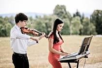 Kamila Polonyová a Daniel Jakubík zahrají online z Domu kultury Vsetín ve čtvrtek 11. března 2021 od 19 hodin.