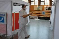 Víceúčelová sportovní hala ve Vsetíně se na přelomu března a dubna 2021 proměnila na velkokapacitní očkovací centrum. Koordinátor pro vznik centra Pavel Šupka.