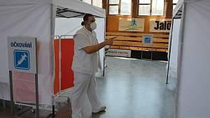 Očkovací  centrum ve sportovní hale