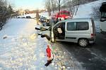 Havárie osobního auta a autobusu ve Francově Lhotě, čtvrtek 7. února 2019