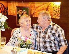 Manželé Ludmila a Vladimír Kneblovi z Hrachovce ve Valašském Meziříčí oslaví 19. července 2018 diamantovou svatbu.