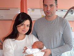 Na své první letošní miminko si museli ve valašskomeziříčské porodnici počkat až do nočních hodin Nového roku. Malá Natálie (na snímku s rodiči), se totiž narodila v pátek 1. ledna ve 22.17 hodin.