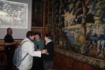 Ve čtvrtek představil ředitel Moravské gobelínové manufaktury ve Valašském Meziříčí Jan Timotej Strýček zrestaurovaný gobelín z roku 1700. O kulturní vložku se postarali studenti Gymnázia Františka Palackého z Valašského Meziříčí