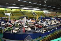V pátek začal osmnáctý ročník Valašského Autosalonu. Na zimním stadionu tam automobily a motocykly vystavovalo patnáct výrobců. Akce pokračuje do neděle.