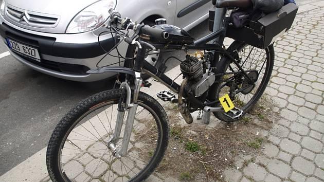 Řidička osobního vozu Škoda Octavia srazila v pátek 12. října 2012 ve Vsetíně muže na motokole; Vsetín, ulice Nádražní.
