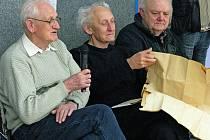 Na snímku (s mikrofonem) je zachycen na nedávné besedě věnované založení havlíčkobrodského basketbalového klubu.