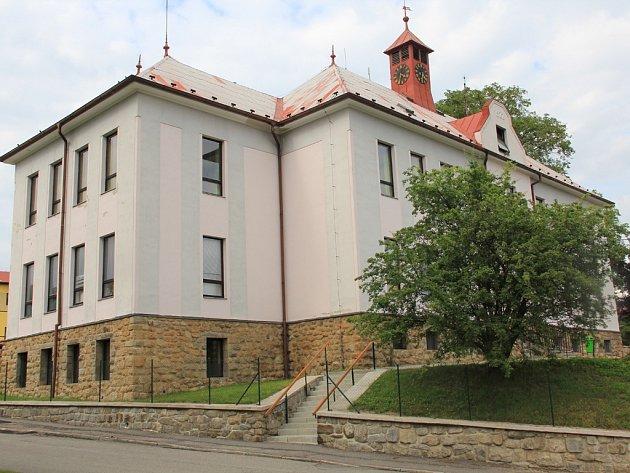 Škola v Lučici.