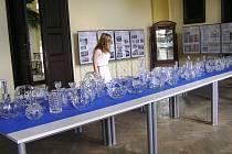 Výrobky pocházející z úsobské dílny se uplatnily i na světových výstavách, bohužel polistopadové změny sklárna nepřežila.