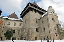 Letos začnou dva významné stavební projekty. Na hradě Lipnice nad Sázavou na Havlíčkobrodsku (na snímku) bude pokračovat obnova Thurnovského paláce, nádvoří a přístupové komunikace. Významná obnova čeká zámek v Náměšti nad Oslavou na Třebíčsku.