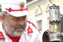 Na týden dlouhou cestu ohni světové hasičské olympiády ve středu v poledne zamávali lidé před radnicí v Přibyslavi.