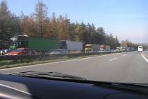 Takto vypadala dálnice D1 v sobotu 26. října odpoledne nedaleko Želiva ve směru od Prahy.