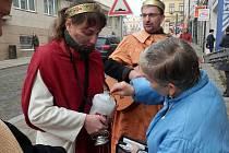 """Tradiční sbírku zahájí v pátek dopoledne na havlíčkobrodském Havlíčkově náměstí """"ředitelská"""" Tříkrálová koleda."""