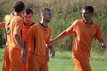 Čtyři kola se už fotbalisté Mírovky (na snímku) nemohli radovat ze tří bodů. Naposledy nezvládli posledních osm minut zápasu v Humpolci, kde prohráli 3:0.