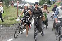 Cyklostezku si oblíbili i milovníci historických velocipedů.