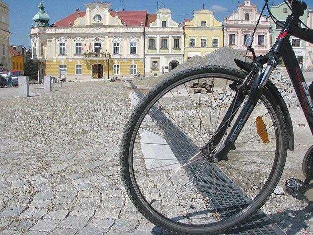 Podle výboru pro životní prostředí se situace cyklistů v Havlíčkově Brodě stále zhoršuje. Dojet v poklidu do centra města je tak pro mnoho lidí takřka nemožné.