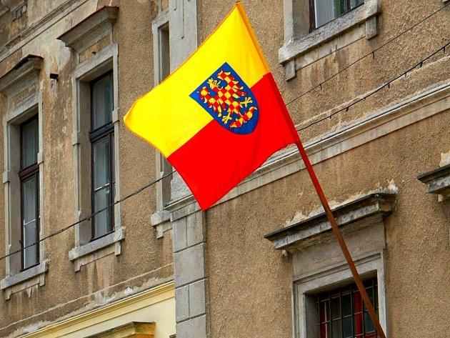 Na žerdi. Moravskou vlajku vyvěsí i radnice mnoha obcí na Vysočině.