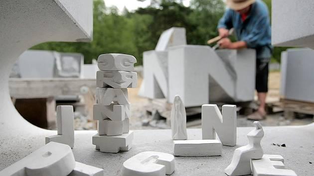 U Lipnice nad Sázavou na Havlíčkobrodsku vzniká další dílo sochaře Radomíra Dvořáka, které bude sloužit jako odpočivadlo.