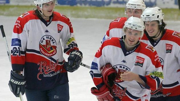 Táhnou za jeden provaz. Hokejovým juniorům patří v lize druhá příčka. Trenér Luboš Sláma si myslí, že je to díky tomu, že tým vytvořil výbornou partu.