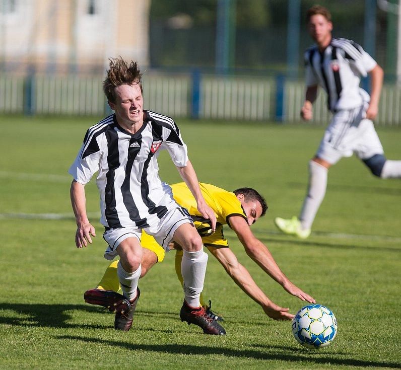 Fotbalové utkání krajského přeboru mezi FK Kovofiniš Ledeč nad Sázavou a TJ Sokol Bedřichov.