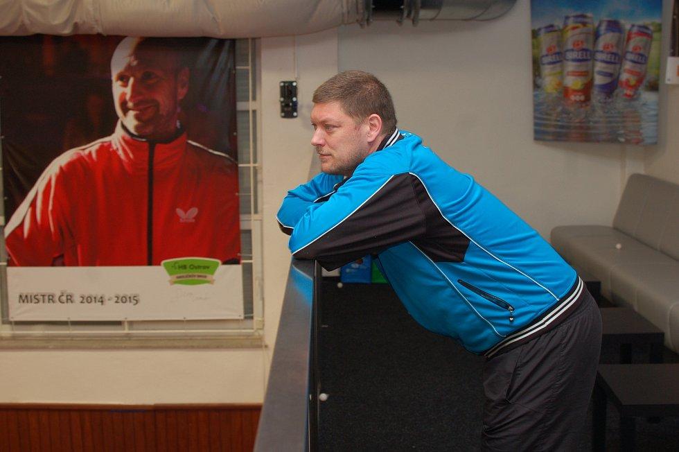 LUXUS. Hráči akademie stolního tenisu HB Ostrov mají pro přípravu nadstandardní podmínky.