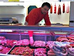 Václav Hovorka se řeznickému řemeslu věnuje řadu let. Vyučil se řezníkem, vystudoval maturitní obor technologie masa a pracoval také deset let u firmy Novák.