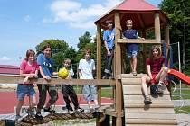 Skupina školáků ze Základní školy V Sadech v Havlíčkově Brodě si zkusila letní prázdniny nanečisto. Volný  pondělek, kdy jejich škola stávkovala, využily děti po svém – sportem v areálu Veřejného sportoviště na Plovárenské.