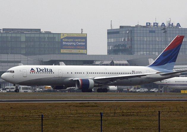 Americké aerolinky Delta Air Lines budou používat i nápojové sklo ze světelské sklárny. Ilustrační foto.