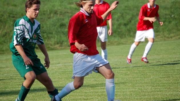 Nakonec slaví úspěch. Fotbalisté Kovofiniše Ledeč nad Sázavou zakončili vcelku úspěšnou sezonu sedmým vítězstvím v řadě. Tentokrát porazili v derby utkání celek Věžnice.