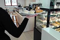 V kavárně pracují lidé s postižením z nedalekého zařízení ve Zboží.