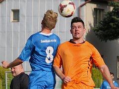 Fotbalisté Mírovky ( v oranžovém) po třech vítězstvích padli. Nestačili na vedoucí Žirovnice, i když jí vzdorovali statečně. Nakonec prohráli 4:2.