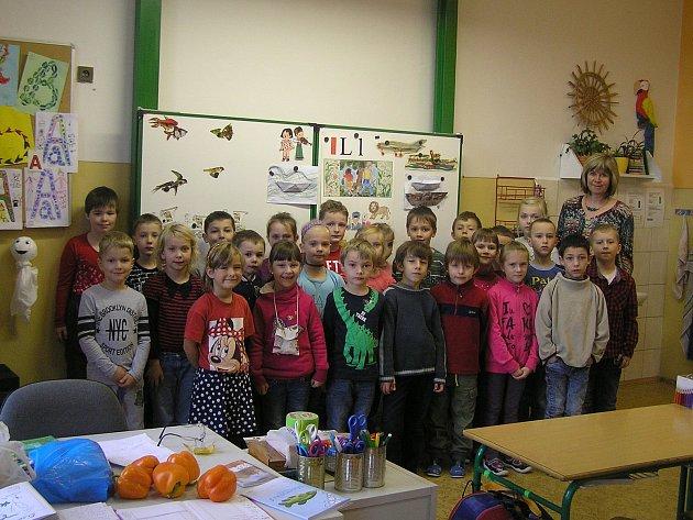 Na snímku jsou žáci 1.B. Základní školy Chotěboř, Buttulova střídní učitelkou Mgr. Evou Macounovou. Příště představíme prvňáčky ze ZŠ a MŠ Šlapanov.