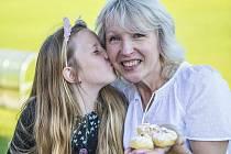 Vítězná Iva Lacinová s dcerou Natálkou.