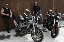 Obě motorky jsou Suzuki a obě se objeví už o víkendu na Pálavě v rámci soutěže o nejzajímavěji postavenou motorku.