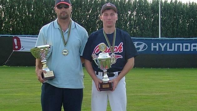 Největší úspěch! Nadhazovač Jaroslav Müller (vpravo) si společně s trenérem Dušanem Šnellym přivezli ze seniorského mistrovství Evropy softballistů zlato.