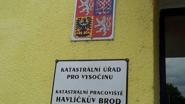 Na katastrálním úřadě v Havlíčkově Brodě žádný úředník bez maturity nepracuje. Ilustrační foto.