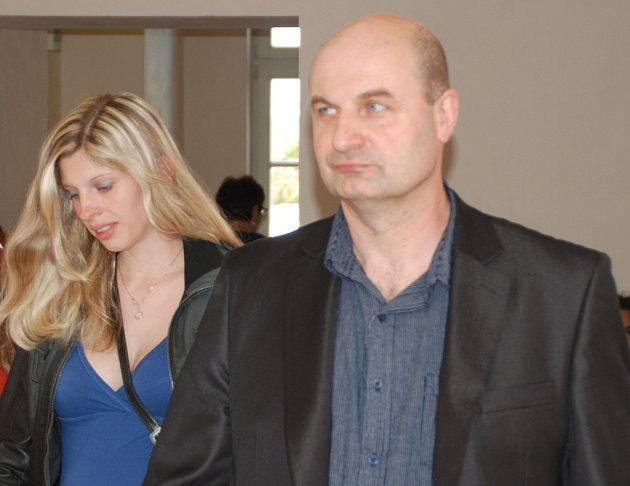 Petr Paul i Žaneta Bartošová Paulová popírají, že by měli cokoli společného s fingovanými nehodami automobilů.