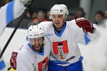 Šestkrát se radovali na ledě Hlinska hokejisté Světlé nad Sázavou, kteří soupeři nadělili tenisového kanára.