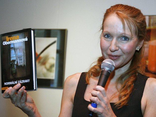 Spisovatelka Irena Obermannová, jejíž povídku mohou zájemci v soutěži krajské knihovny tentokrát dopsat, vydala v březnu svou poslední knihu Normální zázraky.