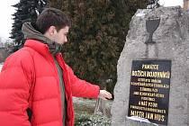 Pohnuté události připomíná v Chotěboři pomníček.