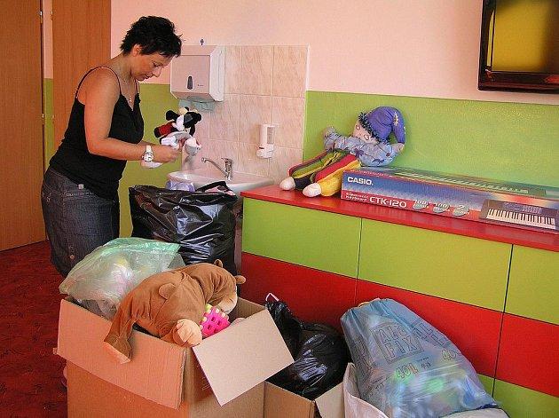 Za několik dnů otevřou v Tisu novou mateřskou školu. Na děti čekají nejen  moderní prostory, ale také množství hraček, které podle ředitelky Jany  Ozábalové věnovali školce místní obyvatelé.. Nové hračky jsou velmi drahé.