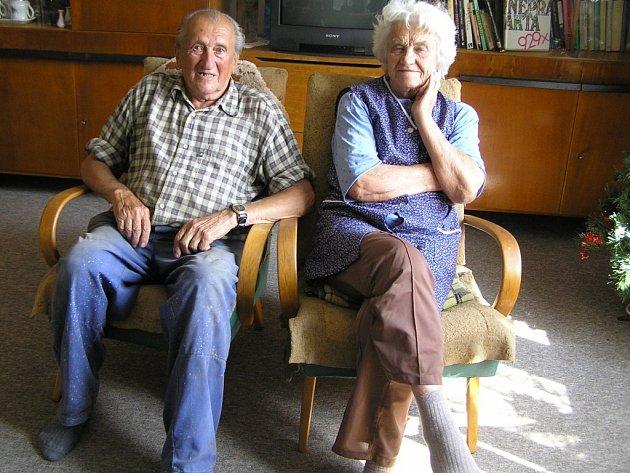 """Nelehký osud měli manželé Švecovi z Havlíčkobrodska. Jako """"kulaci"""" museli odejít do pohraničí, ale  ani tvrdé podmínky jejich vztah nenarušily."""