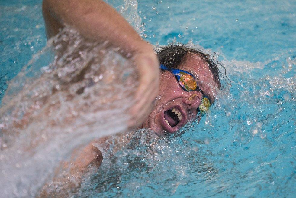 Plavecké závody v bazéně Evžena Rošického v Jihlavě.