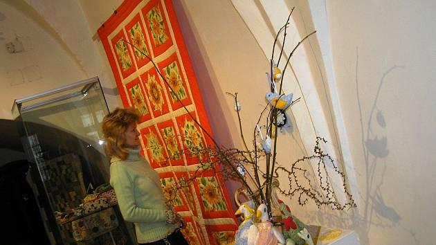 Výstava ručních prací na téma patchwork v Krajském muzeu Vysočiny Havlíčkův Brod potrvá až do 10. dubna.